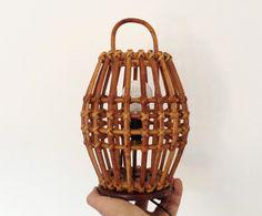 50s tiki desk lamp / Vintage Italian bamboo lamp / mid century wicker table light / bedside rattan lamp made in Italy / round barrel lamp