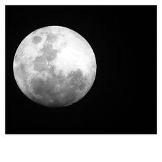 Black and White - moon #monthofblackandwhite #blackandwhite #moon #fullmoon #pnw #pnwonderland #pnwphotographer #upperleftusa #universe #portland #oregon #lookup