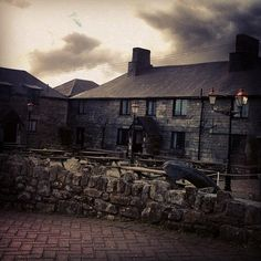 Jamaica Inn was immortalised by du Maurier in her novel of the same name written in 1936. This legendary Inn is just a forty minute car ride away from us, and well worth a visit if you're looking to follow in the authors' literary footsteps.