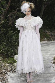 Cara Delevingne en mariée au défilé Chanel haute couture
