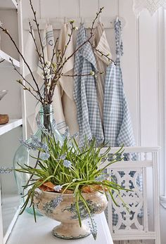 Pussywillow and grape hyacinth ~ Vibeke Design