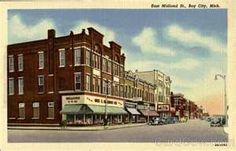 East Midland St Bay City Michigan - My neck of the woods.  Home to great food and MANY bars - this is a wonderful spot to explore - especially during the summer months.  #myhometownpins