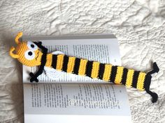yellow and black cotton yarns; Books accessories - Knitting PatternsKnitting For KidsCrochet ProjectsCrochet Bag # Marque-pages Au Crochet, Crochet Amigurumi, Crochet Books, Crochet Gifts, Crochet Stitches, Free Crochet, Crochet Patterns, Cotton Crochet, Book Markers