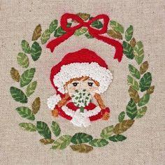 2016.12.20🎄 . 今週末はクリスマスですね。 . サンタの刺繍をしてみたのですが、またもや色移りが 発生してしまいました😢 . 赤の刺繍糸は恐怖です。 . . #刺繍#手刺繍#ステッチ#手芸#embroidery#handembroidery#stitching#자수#broderie#bordado#вишивка#stickerei#クリスマス#サンタクロース