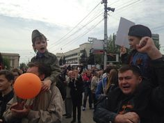 Young boys chant Donbass at separatist rally in Donetsk pic.twitter.com/2sWFoULC3b We are not separatists, we want to reunite our great country that was divided in 1991.