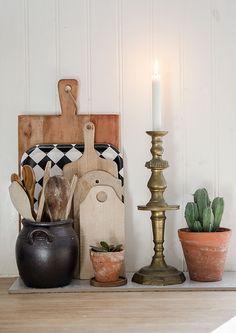 Anna Truelsen inredningsstylist: In the kitchen Kitchen Vignettes, Kitchen Decor, Home Interior, Kitchen Interior, Cosy Corner, Interior Stylist, Home Decor Inspiration, Home Buying, Home Kitchens