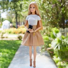 Cómo hacer FALDAS para Barbie – Ropa para muñecas – ★★★★☆ 89 Opinion… How to make SKIRTS for Barbie – Doll clothes – ★★★★ ☆ 89 Opinions – Patterns and Work Barbie Outfits, Diy Barbie Clothes, Barbie Clothes Patterns, Barbie Dress, Barbie Doll, Vintage Barbie, Barbie 2015, Accessoires Barbie, Barbie Fashionista Dolls