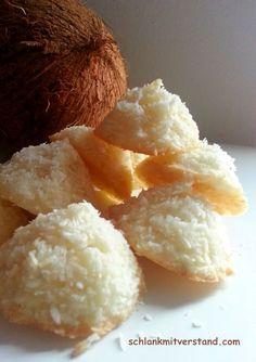 Kokosmakronen low carb Zutaten für 12 Stück: 2 Eiweiß 100 g Kokosraspel 30 g Speisequark etwas Vanille aus der Mühle oder 1/2 Vanilleschote 70 g Xylit, gemahlen 1 Prise Salz Zubereitung: Das…