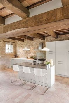 Old Stable Turned Into Desired Vacation House By Preserving Its Original Structural Style – Architectural Style Style At Home, Küchen Design, Interior Design, Brick Interior, Design Ideas, Island Design, Stone Houses, Cuisines Design, Stables