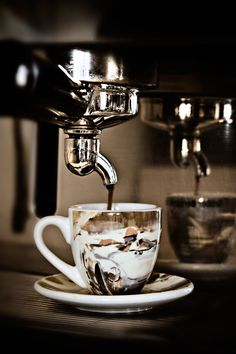 Beautiful Coffee Cups l CUPS and SAUCERS | pinned by http://www.cupkes.com/