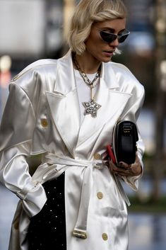 Attendees at Paris Fashion Week Fall 2020 - Street Fashion Best Street Style, Autumn Street Style, Street Style Looks, Catwalks, Stylish, Coat, Casual, How To Wear, Jackets