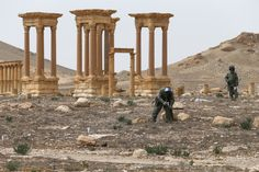 https://upload.wikimedia.org/wikipedia/commons/7/70/International_Mine_Action_Center_in_Syria_%282016-04-07%29_10.jpg