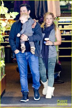 Hilary Duff & Mike Comrie: Shopping with Baby Luca!