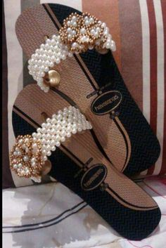 Flip Flop Art, Cute Flip Flops, Crochet Flip Flops, Decorating Flip Flops, Beaded Sandals, Shoe Pattern, Custom Shoes, Flip Flop Sandals, Wedge Shoes