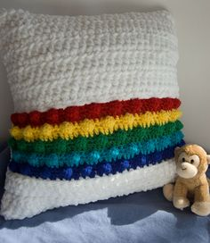 Free Crochet Pattern - Rainbow in the Clouds Pillow - chunky crochet pillow Moogly Crochet, Crochet Yarn, Crochet Crafts, Crochet Projects, Free Crochet, Diy Crafts, Crochet Simple, Chunky Crochet, Crochet Pillow Patterns Free