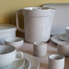 Looking for a complete breakfast set by Royal Copenhagen? This is your chance!