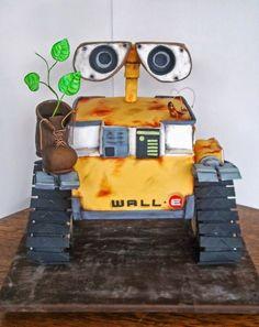 Better Cake Photography | Wall-E Cake | Cake Photography | Photography tips #cakephotography #photographytips #cakebusiness