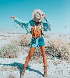 Coachella weekend 1 is done and now its time to evaluate the trends we spotted.These are our favorite Coachella festival trends for Western Photo, Western Chic, Western Wear, Festival Trends, Festival Outfits, Coachella Festival, Festival Looks, Cute Country Outfits, Cute Outfits