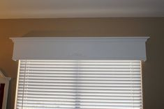diy wood valance tutorial - thinking about for my living room Wooden Window Valance, Wood Valence, Wooden Cornice, Window Cornices, Valance Window Treatments, Custom Window Treatments, Cornice Box, Box Valance, Cornice Boards