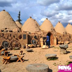 Harran: Harran is one of the world's first science centers in Şanlıurfa. Based on the cuneiform tablets in Harran, the region's . Beautiful Places To Visit, Wonderful Places, Adventure Bucket List, Vernacular Architecture, Turkey Travel, The Real World, Amazing Nature, First World, Arran