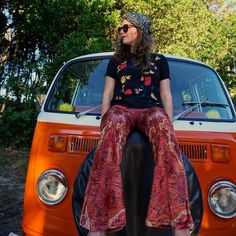 Come find our roaming Kombi pop-up shop on the shores of Byron Bay today! It's bright orange called Katut and full of Splendour in the Grass outfits & many flares!!  #flares #bellbottoms #bells #fashion #fashiondesign #madeinmelbourne #melbournemade #sustainablefashion #design #glam #style #retro #seventies #seventiesstyle #boho #hippy #gypsy #bohemian #bohemianclothing #etsyau #shoponline #vdub #kombi #byronbay #popupshop #kombivan #life #adventure #splendour #sitg16