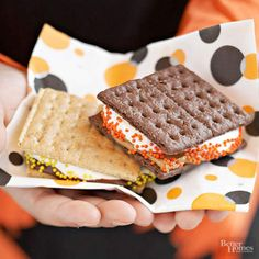 Got 10 minutes? That's all the time you need to make our microwavable s'mores. Add some fun to these kid-friendly treats by spreading on a little peanut butter and adding colorful sprinkles.