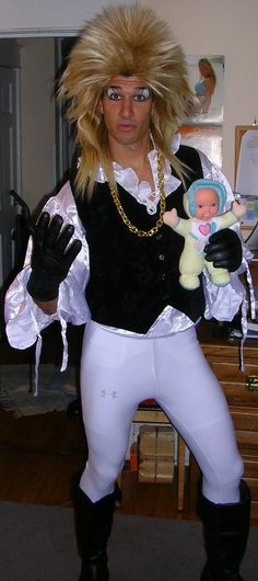 Greatest DIY Halloween costume ever! The Goblin King from Labyrinth! Gotta love David Bowie! LOVE THIS IDEA. I couldn't do it but would be awesome!