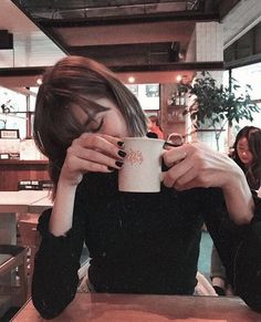 Shared by Find images and videos about girl, coffee and tea on We Heart It - the app to get lost in what you love. Vintage Photography, Photography Poses, Fashion Photography, Disney Instagram, Instagram Girls, Insta Photo Ideas, Foto Pose, Portraits, Style Vintage