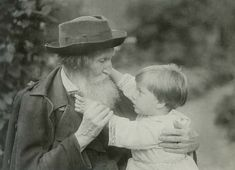 В. М. Васнецов с внуком Витей. 1925г.