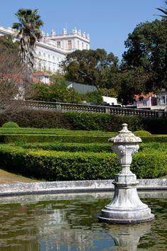 Sabia que o Jardim Botânico da Ajuda foi o primeiro jardim botânico de Portugal?  #viaverde #viagensevantagens #portugal #lisboa #jardim #jardimbotanico #ajuda Wide World, Most Beautiful Cities, Lisbon, Where To Go, Fountain, Mansions, House Styles, City, Outdoor Decor