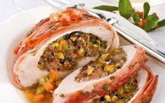Ρολό χοιρινό γεμιστό με μπέικον, λαχανικά και κιμά