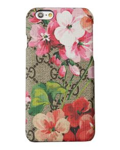 96fe422a6797 First presented in the edit, Gucci's beautiful GG Blooms print blossoms  across the signature GG Supreme canvas, evoking a beautiful  tapestry-inspired look.
