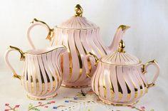 Pink Sadler Swirl tea set teapot has some issues