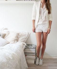 All white err thang :D Love this <3 #Converse #Allstars