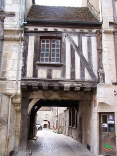 One of the Best French Villages - Noyers. Medieval Gothic, Medieval Houses, Medieval Town, Medieval Fantasy, Ancient Buildings, City Buildings, French Architecture, Beautiful Architecture, Provence France