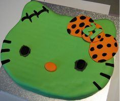 Green Hello Kitty cakes pictures.PNG