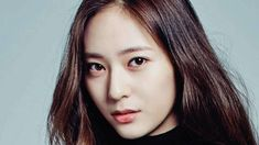 Two pictures are posted taken by entertainer Hong Suk Chun with OCN's upcoming Korean drama The Player actress Krystal Jung, Song Seung Heon's co-star. Monolid Eyes, Korean Drama Series, Song Seung Heon, Anti Aging Supplements, Krystal Jung, Bodybuilding Supplements, Kdrama, Actresses, Star