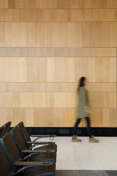 Image 9 of 31 from gallery of Fort McMurray International Airport / office of mcfarlane biggar architects + designers. Photograph by Ema Peter