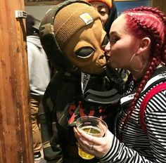 いいね!39件、コメント3件 ― ☯️SadNationさん(@sadnation_)のInstagramアカウント: 「Kiss : @lilmayo ------------------------------------------------------------------- #lilmayo…」 Aliens Meme, Alien Photos, Arte Alien, Alien Aesthetic, Emotional Photography, Alien Tattoo, Acid Art, Alien Planet, Alien Creatures