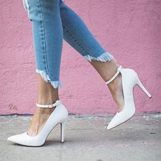 Making a point in these white pumps.   #2020AVE #whiteshoes #heels