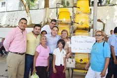 ] ACAPULCO, Gro., * 25 de octubre de 2017. Gobierno de Acapulco Integrantes de la comunidad escolar de la zona poniente de Acapulco reconocieron el apoyo que el gobierno de Evodio Velázquez brinda al sector educativo, a través de programas como el de entrega de mobiliario y enseres para in...