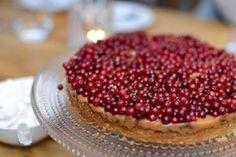 Kolapaj med röda vinbär och flingsalt Fika, Baking Recipes, Healthy Snacks, Cheesecake, Sweets, Bread, Candy, Fruit, Breakfast
