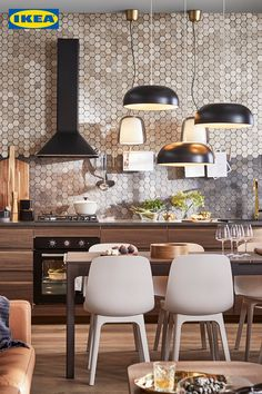 Bereit für die nächste Dinnerparty? 🕯 Lass dich von unserer neuen Küchen Broschüre inspirieren! 👇🏻 My House, Kitchen Decor, Conference Room, Dining Chairs, Watches, Interior Design, Lady, Table, Furniture