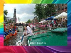 2014 Gaypride De Boot en het terras voor bij De Twee Zwaantjes.  #Amsterdam #Prinsengracht #Mensen #Gracht #Gaypride #Boten #DeTweeZwaantjes #Westertoren