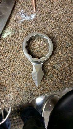 Cuchillos forjados a partir de herramientas y otros artículos...