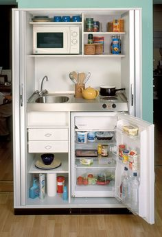 La kitchenette moderne équipée et sur-optimisée