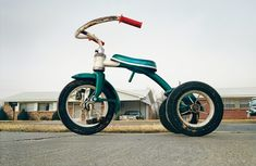"""""""Tricycle in Memphis"""" by William Eggleston. PS: Bookmarked for later reading, """"William Eggleston, Prophet of Contemporary Color Photography. Robert Doisneau, Robert Mapplethorpe, William Eggleston, History Of Photography, Color Photography, Street Photography, Documentary Photography, Photography Articles, Heart Photography"""