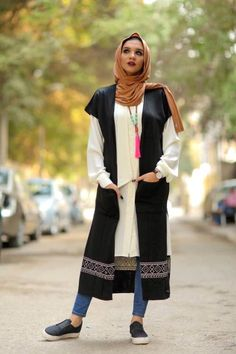 black-vest-hijab-look- Winter hijab style from Egypt http://www.justtrendygirls.com/winter-hijab-style-from-egypt/
