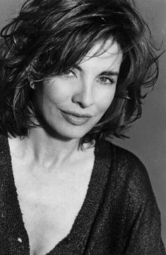 Anne Archer - since Fatal Attraction, Ive thought she was one of the most beautiful women, very sexy. Anne Archer, Stunning Women, Most Beautiful Women, Beautiful People, Fatal Attraction, Hollywood, Ageless Beauty, Great Women, Classic Beauty