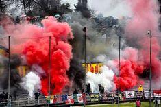colori e fumogeni ultras in curva ovest a Lucca!